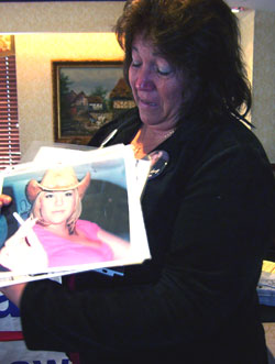 Melanie Kortlang Shows Pictures Of Amy Kortlang