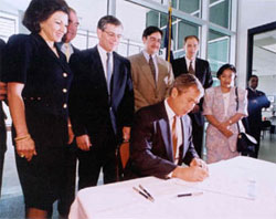 Bush Signs the La Entrada Al Pacifico