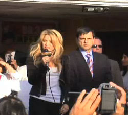 Shakira and Mayor Phil Gordon