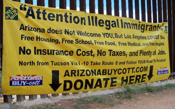 border-fence-sign.jpg
